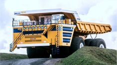 The Belaz 75710 - the largest dump truck in the world. Heavy Construction Equipment, Heavy Equipment, Giant Truck, Large Truck, Engin, Dump Trucks, Monster Trucks, World, Vehicles