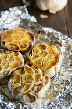 An easy recipe for how to roast garlic in the oven. Mash roasted garlic cloves and add to potatoes, soups, and salad dressings or spread directly on bread. Garlic Recipes, Veggie Recipes, Snack Recipes, Cooking Recipes, Cooking Tips, Party Recipes, Drink Recipes, Dinner Recipes, Healthy Recipes