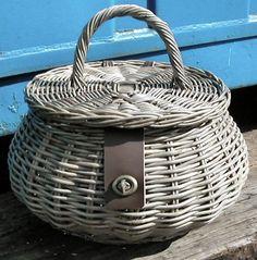 Home Basketware : Homeware / Wicker Baskets : Sewing Basket / Work Box Newspaper Basket, Newspaper Crafts, Willow Weaving, Basket Weaving, Sewing Baskets, Wicker Baskets, Basket Willow, Clothes Basket, Paper Weaving
