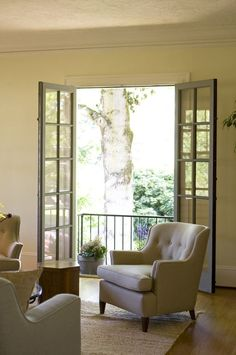 Sitting room w/ French doors to Juliet balcony