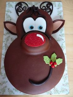 Awesome Rudolph the RedNosed Reindeer cake! Perfect to remember for the winter and holidays! #CuteCakes #Creative #Yum –– TopCreativeProducts.com