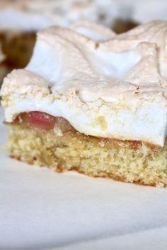 Rabarberkaka I botten en saftig kaka som bara smälter i munnen. Mellanl