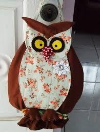 Resultado de imagem para puxa saco de feltro Animal Cushions, Owl Crafts, Kids Zone, Applique Designs, Couture, Apron, Projects To Try, Patches, Wall Decor