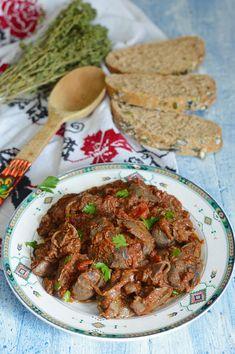 Ficatei de pui in sos de ceapa - CAIETUL CU RETETE Romanian Recipes, Romanian Food, Jamie Oliver, Love Food, Carne, Recipies, Deserts, Food And Drink, Cooking Recipes