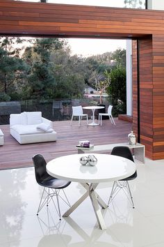 Indoor/outdoor livingspace.