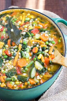 Vegan Quick Garden Veggie Soup // Everything good that a garden could give you - in a bowl. You can have 3 servings of this for lunch and call it a day. It's comforting and filling, so you won't be hungry 'til dinner. | The Green Loot #vegan #cleaneating #weightloss