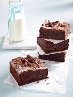 Brownies mit Apfelmus statt Butter // super lecker mit ein paar Kakaonibs Brownies with applesauce instead of butter // delicious with a few cocoa nibs Baking Recipes, Cookie Recipes, Snack Recipes, Dessert Recipes, Bread Recipes, Food Cakes, Baking Cakes, Healthy Baking, Healthy Desserts
