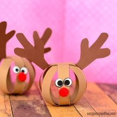 Ho, ho, ho time for a new fun and easy Christmas project – let's make a paper ball reindeer craft! What's wonderful about these lovely paper balls is that you can turn them into the most adorable Christmas garland ever! *this post contains affiliate links Christmas Paper Crafts, Christmas Activities, Christmas Projects, Simple Christmas, Kids Christmas, Holiday Crafts, Fun Crafts, Reindeer Christmas, Reindeer Craft