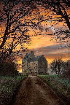 Home of the Fraser's (Outlander) – Lallybroch,(Midhope Castle) Scotland. Home of the Fraser's (Outlander) – Scotland Castles, Scottish Castles, Cottages Scotland, Scotland Uk, Outlander Tv, Outlander Series, Outlander Quotes, Winter Sunset, Scotland Travel
