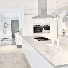 38 The Best Modern Scandinavian Kitchen Inspirations - Popy Home Nordic Kitchen, Scandinavian Kitchen, Kitchen Living, New Kitchen, Kitchen Decor, Kitchen Ideas, Kitchen White, Kitchen Modern, Kitchen Inspiration
