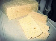 Queijo coalho (Rennet Cheese) a staple in Brazil Queso Cheese, Cheese Bread, Cheddar Cheese, Rennet Cheese, Venezuelan Food, Venezuelan Recipes, White Cheese, Salty Foods, Homemade Cheese