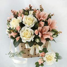 Paper Flower Decor, Crepe Paper Flowers, Flower Crafts, Diy Flowers, Flower Decorations, Christmas Decorations, Artificial Flower Arrangements, Artificial Flowers, Floral Arrangements