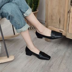 Discover recipes, home ideas, style inspiration and other ideas to try. Block Heel Loafers, Heeled Loafers, Loafer Shoes, Block Heels, Shoes Sandals, Sock Shoes, Flat Shoes, Ankle Shoes, Toe Shape