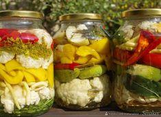 Kiszonka wielowarzywna – samo zdrowie - przepis ze Smaker.pl Body Ecology Diet, Pickles, Cucumber, Mason Jars, Food, Salads, Essen, Mason Jar, Meals