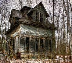 Abandoned house, Bethlehem, New Hampshire Micoley's picks for #AbandonedProperties www.Micoley.com