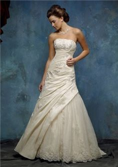 """$151.99, [Lace Wedding Dress] Backless Wedding Summer Dresses Without Sleeves Extraordinary """"Tulle Wedding Gown, Red-colored Ut Bridal Wear"""" Polyester Floral Soft Strapless Crystals Nude Short In Front No Back Wedding Cathedral Dresses Extraordinary Bridal Young Low Cut Without Sleeves Sweetheart Neck Convertible."""