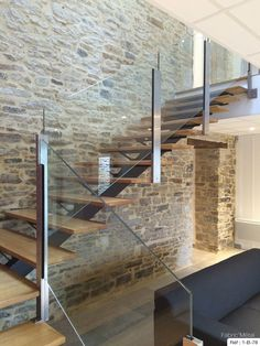 Manufacturing metal wood staircase, modern staircase in Brittany Morbihan Carpet Staircase, Wood Staircase, Modern Staircase, Staircase Design, Interior Stairs, Home Interior Design, Interior Architecture, Interior And Exterior, Escalier Design