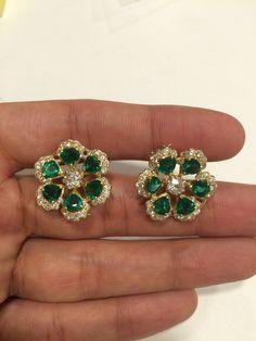 Emerald diamond clips Jewelry Design Earrings, Designer Earrings, Jewelry Art, Gold Jewelry, Jewelery, Jewelry Accessories, Fine Jewelry, Real Diamond Earrings, Ring Earrings