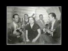 """Ερωτικό τραγούδι που ταρακούνησε τα νερά των Ελλήνων με την φράση """"μπιρ Αλλάχ"""" αλλά αγαπήθηκε και τραγουδιέται ακόμη. Ο Σταμούλης Γιάννης έγραψε την μουσική. Τραγουδάει η Στέλλα Χασκήλ Στίχοι: Χαράλαμπος Βασιλειάδης Σαν βγαίνει ο Χότζας στο τζαμί Αργά σαν σουρουπώνει Κι όταν θα πει το μπιρ Αλλάχ μπιρ Αλλάχ το στήθος μου ματώνειΤέτοια στιγμή σε … Greek Music, Women, Greece, Music, Women's, Woman"""