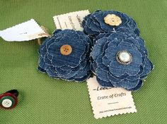 I love denim flowers!