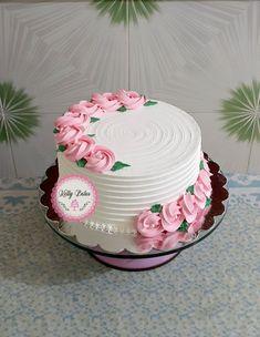 Cake Decorating Frosting, Creative Cake Decorating, Cake Decorating Designs, Cake Decorating Videos, Birthday Cake Decorating, Candy Birthday Cakes, Birthday Cake With Flowers, Beautiful Birthday Cakes, Simple Cake Designs