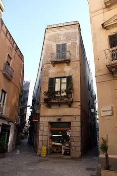 Piazza Notai at #Trapani... #shopping area in the old town www.bebtrapanigranveliero.it