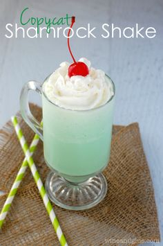 Copycat Shamrock Shake! | www.wineandglue.com | The delicious Shamrock Shake, made super easy at home!