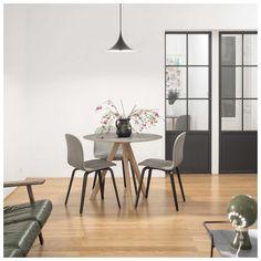 De #Copenhague Tafel van Hay, ontworpen door Ronan & Erwan #Bouroullec, komt uit een serie meubelen die speciaal is ontworpen voor de universiteit van #Kopenhagen. De serie bestaat uit eenvoudige maar #functionele en flexibele #designmeubelen. Perfect ontworpen voor zijn doelgroep! Vrijwel alle meubelen uit de serie zijn stapelbaar en dat maakt ze tot multifunctionele elementen. Verkrijgbaar in verschillende uitvoeringen en maten! #HAY #CPH20 #Eettafel 120 | #MisterDesign