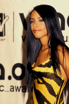 Aaliyah Aaliyah Singer, Rip Aaliyah, Aaliyah Style, Aaliyah Albums, Aaliyah Pictures, Aaliyah Haughton, Her Music, Beautiful People, Hair Beauty
