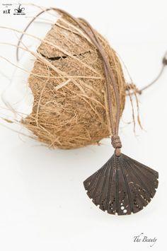 Handmade Art Design Pendant The Clam Women by TheBeautyJewelryShop Wooden Jewelry, Diy Jewelry, Coconut Shell Crafts, Man Bracelet, Shell Pendant, Handmade Art, Kara, Bracelets For Men, Beauty And The Beast