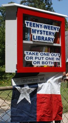 TEXAS: Cleveland - Joe Parsons' Little Free Library is called the Teeny Weeny Mystery Library because it contains mostly mystery novels and because mystery is his favorite genre of books. Little Free Libraries, Little Library, Free Library, Library Books, Library Ideas, Library Organization, I Love Books, Books To Read, Mobile Library