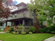 In love with this Portland Foursquare. The exterior color, the lush landscaping…. In love with this Portland Foursquare. The exterior color, the lush landscaping…it's so. Craftsman Exterior, House Paint Exterior, Craftsman Bungalows, Exterior Paint Colors, Exterior House Colors, Craftsman Homes, Paint Colours, Front Porch Landscape, House Landscape