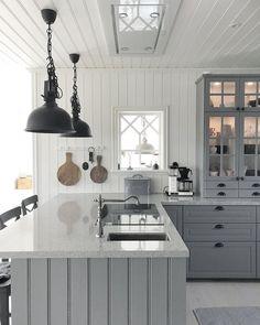 Kitchen Wall Cabinets, Ikea Kitchen, Kitchen Flooring, Kitchen Interior, Kitchen Decor, Beautiful Kitchen Designs, Beautiful Kitchens, Grey Kitchens, Home Kitchens