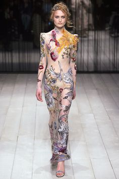 http://www.vogue.com/fashion-shows/fall-2016-ready-to-wear/alexander-mcqueen/slideshow/collection