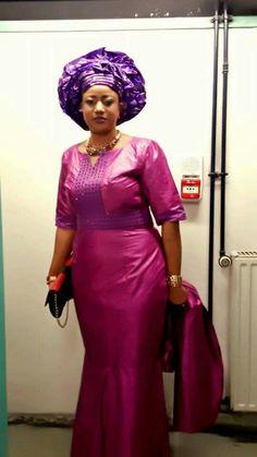 Malian Fashion bazin #Malifashion #bazin #malianwomenarebeautiful #dimancheabamako #mussoro #malianwedding #bazinriche #malianbride #lesmaliennesontbelles #lesafricainessontbelles #brodé #brocade #teinture #gala African Dresses For Women, African Fashion Dresses, African Attire, African Wear, African Women, African Print Fashion, Africa Fashion, Tribal Fashion, Tribal Mode