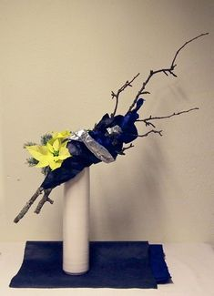 Ikebana Arrangements, Floral Arrangements, Blue Spruce, Flower Tea, Apple Tree, Christmas Paper, Tea Ceremony, Carnations, Wabi Sabi