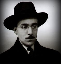 Fernando Pessoa Portuguese poet, writer, translator, publisher and philosopher. Rupert Brooke, English Speech, Famous Pictures, Writers And Poets, Pose, Book Writer, Portraits, Cthulhu, History