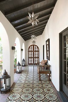 Mix and Chic: A beautifully layered and charming Spanish Colonial Revival. - Mix and Chic: A beautifully layered and charming Spanish Colonial Revival. Spanish Colonial Homes, Colonial Style Homes, Spanish Style Homes, Colonial Kitchen, Spanish Style Interiors, Spanish Revival Home, Modern Spanish Decor, Spanish House Design, Spanish Style Decor