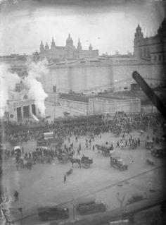 1929. Av. Paral·lel per l'Exposició Universal quan van muntar una via de tren provisional del port fins a Montjuïc