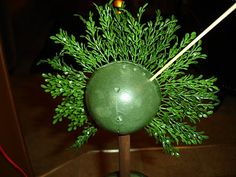 My friend, and fellow thrifter, presented me with this vase to fill. Boxwood Topiary, Easy Peasy, Decorating Ideas, Decor Ideas, Craft Ideas, Home Crafts, Furniture Decor, Wedding Baskets, Christmas Bulbs