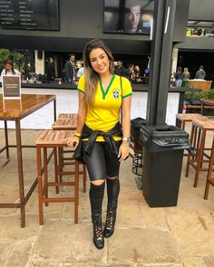 Para assistir o jogo do Brasil ela acorda cedo. 🙈😂 Soccer Game Outfits, Soccer Games, Latino Girls, And Just Like That, Football Fans, Female Bodies, Muse, Leather Skirt, Fashion Outfits
