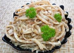"""Хе из кальмаров - Kurkuma project (Проект Куркума) Любителям острых закусок предлагаю приготовить вот такой вкусный салат """"хе из кальмаров"""" Кальмары по этому рецепту получаются очень вкусные и в меру острые."""