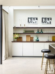 Modern and minimal kitchen. Rose Uniacke Transforms Screenwriter Peter Morgan's Historic London House Minimal Kitchen Design, Minimalist Kitchen, Modern Architecture Design, Interior Architecture, Layout Design, Rose Uniacke, Clean Kitchen Cabinets, Ikea, London House