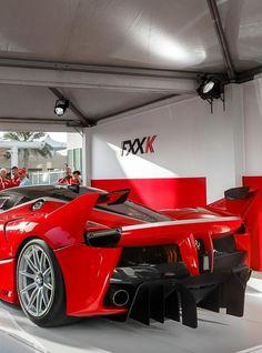 It's the most extreme car Ferrari has ever built and the first Ferrari in history to generate more than Wrangler Jeep, Ferrari Laferrari, Lamborghini, Bentley Continental Gt, Super Sport Cars, Super Cars, Big Kids, Pink Ferrari, Porsche 918 Spyder