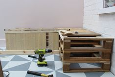 How to build pallet seating with built-in storage hidden storage. This DIY is quick, easy and super cheap! Check out the full tutorial here to build yours! Pallet Seating, Pallet Bench, Refinish Wood Floors, Cheap Dining Room Chairs, Tile Covers, Used Chairs, Pinterest Home, New Carpet, Built In Storage