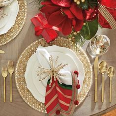 Design an inviting tabletop with the selection of Christmas party table decor at Frontgate. Adorn your home with beautiful holiday entertaining pieces today. Christmas Dining Table, Christmas Table Settings, Christmas Tablescapes, Christmas Table Decorations, Holiday Tables, Decoration Table, Holiday Decor, Fall Table Settings, Place Settings