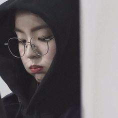 Beautiful Inside And Out, Beautiful Soul, Kpop Girl Groups, Kpop Girls, Red Velet, Redvelvet Kpop, Red Velvet Irene, Cute Girl Photo, Seulgi
