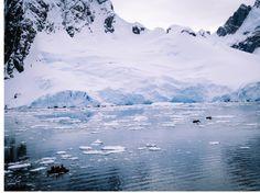Chenal Lemaire  . Zodiacs du Soleal. Antarctique.