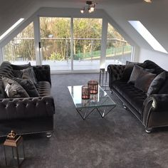 a luxurious living room with a view Living Room Decor Inspiration, Velvet Sofa, Luxury Living, Home Decor, Luxury Life, Decoration Home, Room Decor, Velvet Couch, Interior Decorating
