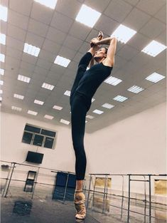 Ballet: The Best Photographs Ballet Feet, Ballet Dancers, Dance Photos, Dance Pictures, Alonzo King, Flexibility Dance, Dance Dreams, Ballet Pictures, Dance It Out